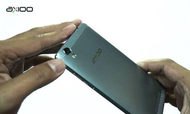 Axioo smartphone , ponsel lokal harga mahal fitur minimal